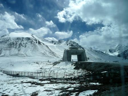 Grenztor nach Pakistan am Khunjerab Pass (4730m)